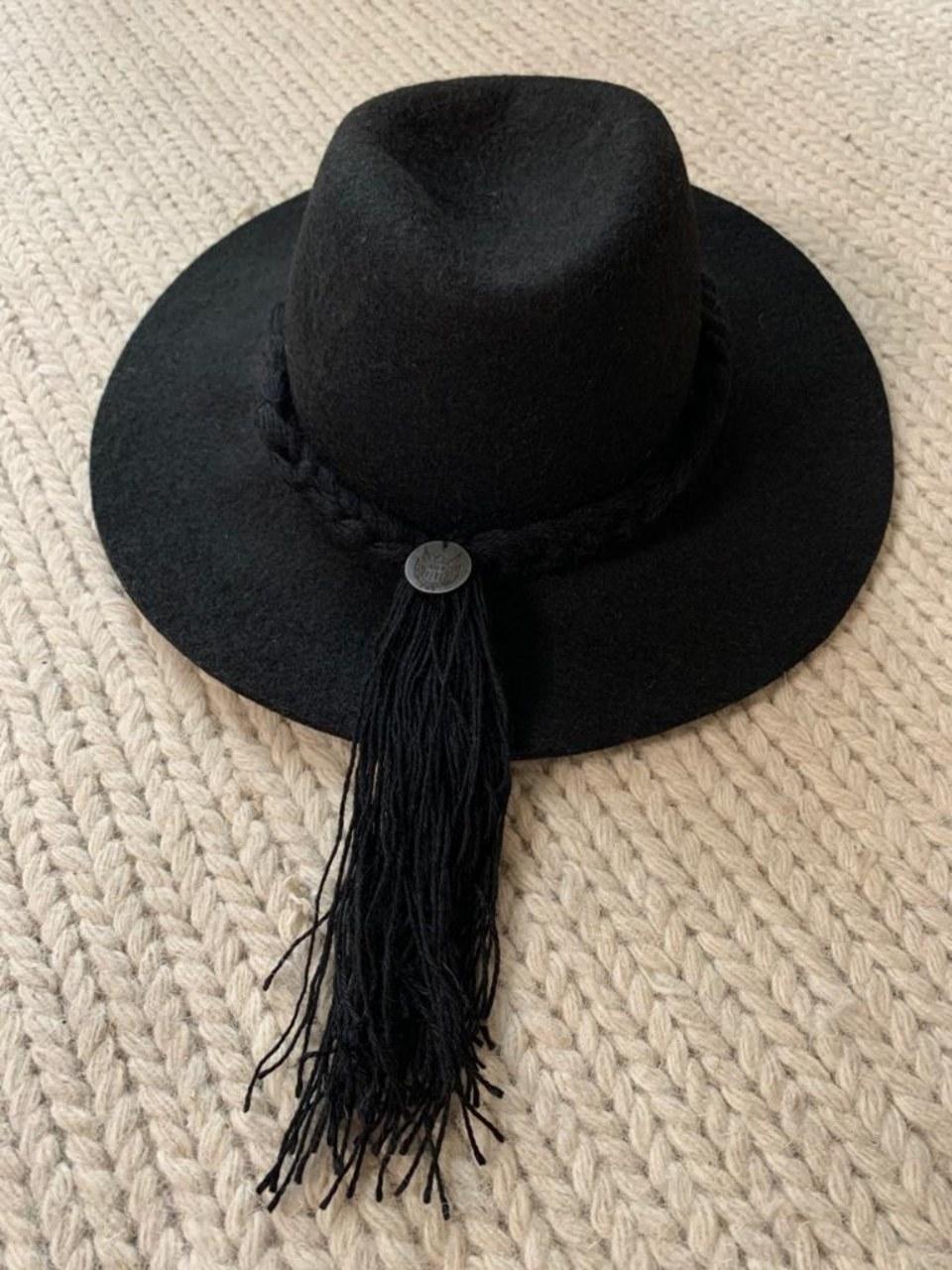 Hat black 6 – 4